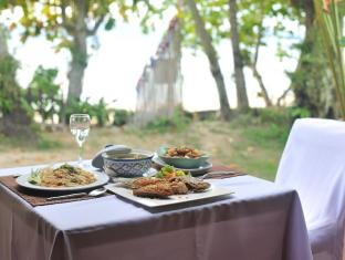 Baan Mai Cottages and Restaurant Пхукет - Їжа та напої