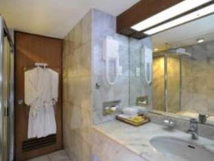 Elmi Hotel Surabaya - Łazienka