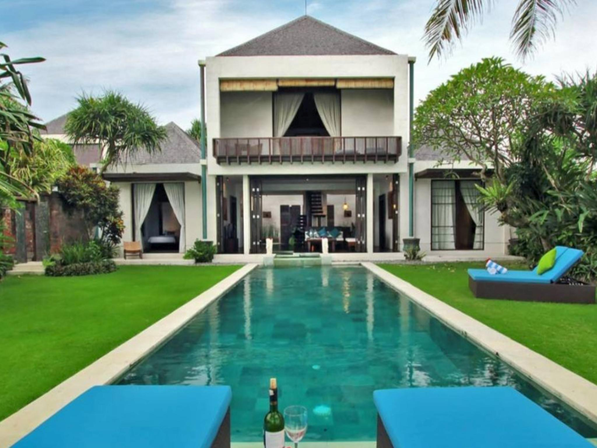 3 Bed Beachfront Villa with Garden in near Sanur