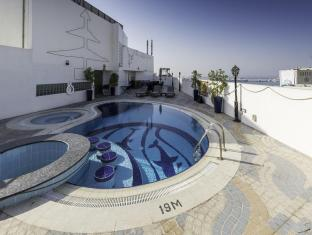 Howard Johnson Hotel - Howard Johnson Hotel Dubai - Swimming Pool