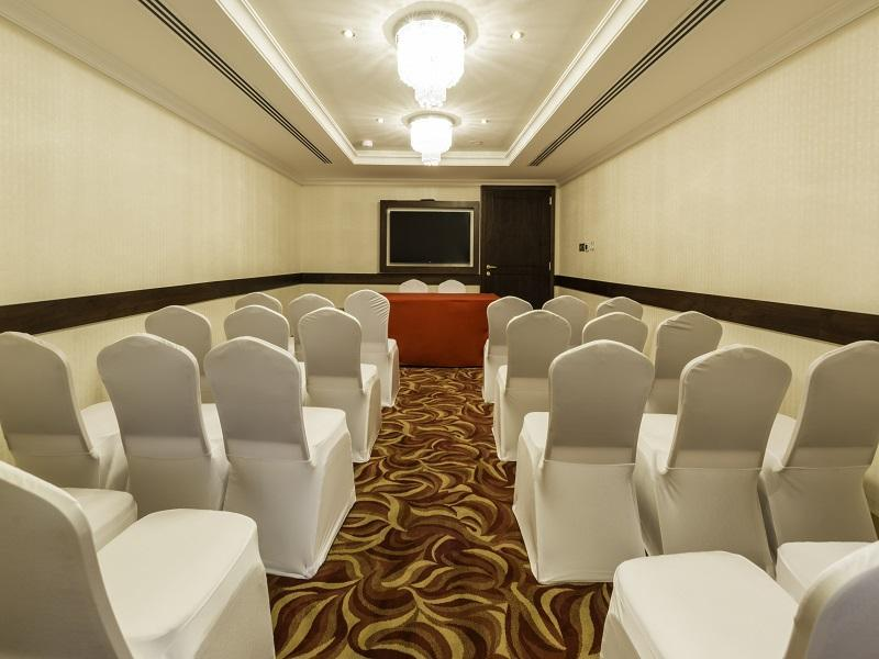 Howard Johnson Hotel - Meeting Room