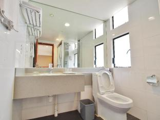 Caritas Bianchi Lodge Hotel Hong Kong - Standard Double Bathroom