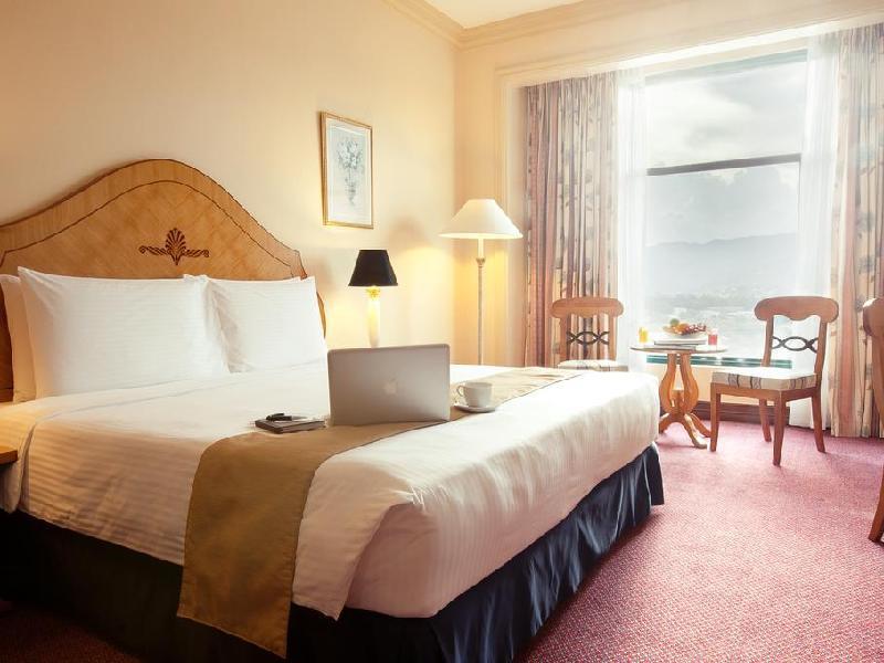 ウォーターフロント セブ シティ ホテル (Waterfront Cebu City Hotel and Casino)