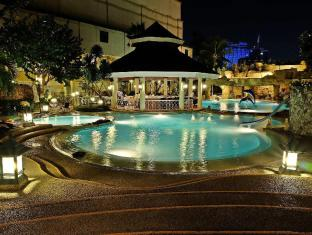 Waterfront Cebu City Hotel and Casino קבו - בריכת שחיה