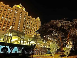 Waterfront Cebu City Hotel and Casino קבו - בית המלון מבחוץ