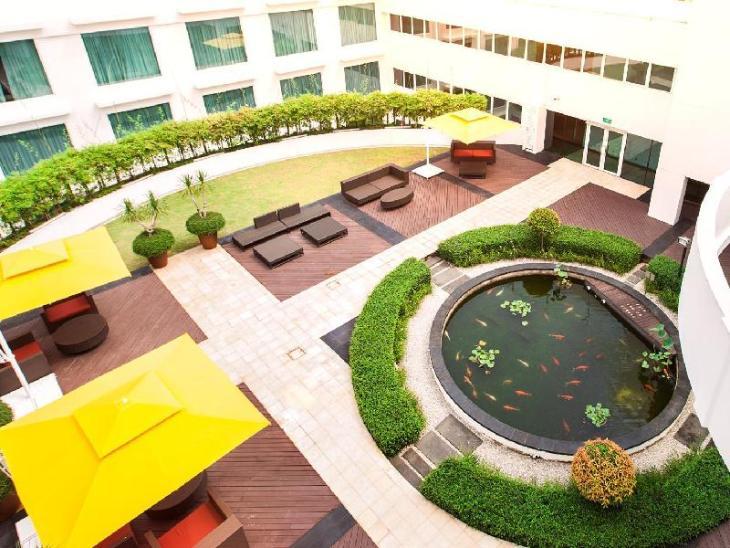 Village Hotel Changi by Far East Hospitality photo 5