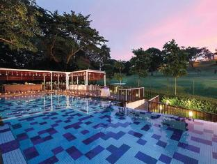 Village Hotel Changi by Far East Hospitality Singapore - Swimming Pool