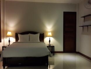 Apichada Villa guestroom junior suite