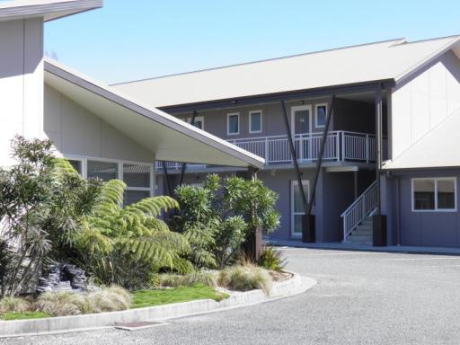 Best guest rating in Golden Bay ➦ Pohara Beachfront Motel takes PayPal