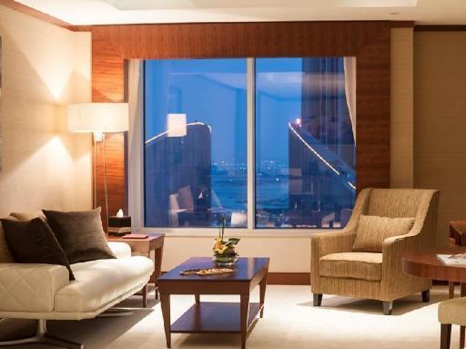 ➦  Warwick International Hotels    (Dubai) customer rating