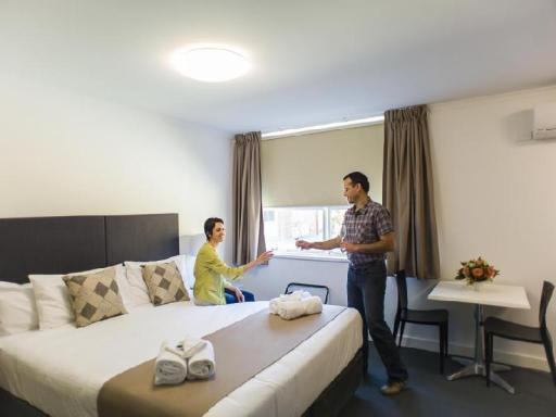 Hotel Gracelands hotel accepts paypal in Parkes