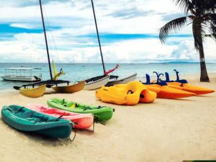 Bohol Beach Club Resort Panglao Island - kayak equipment