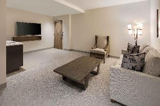 Der Hotels by Hilton Hilton Embassy Suites