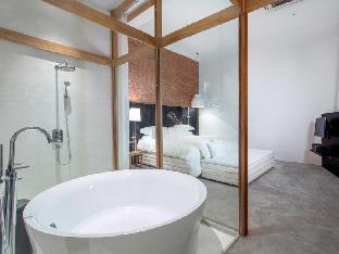 sala ayutthaya guestroom junior suite