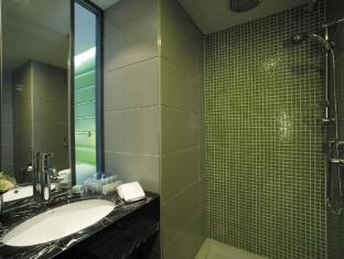 Cosmo Hotel Hong Kong Hong Kong - Green Room Bathroom