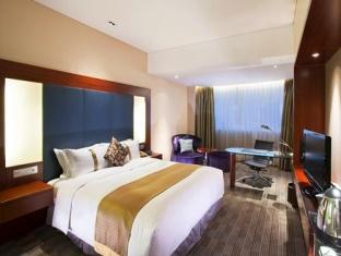 1 King Bed Deluxe Room Smoking