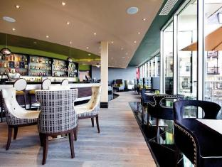 The Chelsea Harbour Hotel London - The Harbour Bar with Asian inspired menu