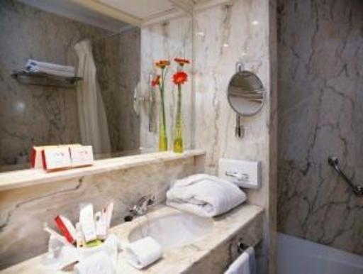 ➦  Husa Hoteles    customer rating