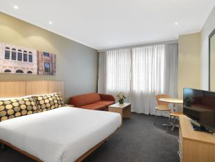 Travelodge Phillip Street Hotel Sydney - Guest Room