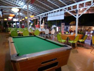 Sawasdee Smile Inn Hotel Bangkok - Pool Table