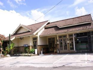 Vee Hotel