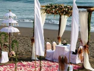 Legong Keraton Beach Hotel Bali - Wedding On The Beach