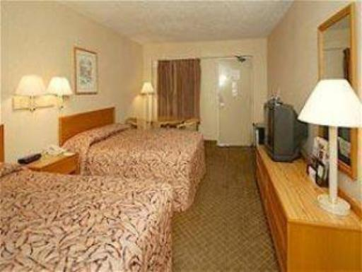 Quality Inn Tanglewood hotel accepts paypal in Roanoke (VA)