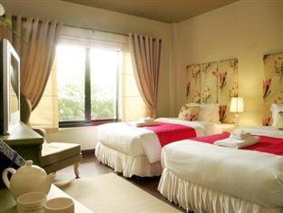 Teavana Hotel guestroom junior suite