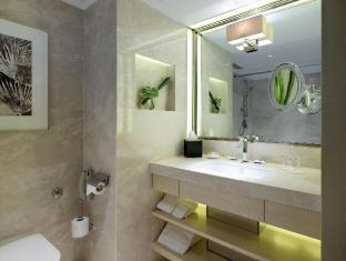 Royal Garden Hotel Hong Kong - Bathroom