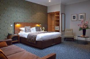 54 Queen\'s Gate Hotel