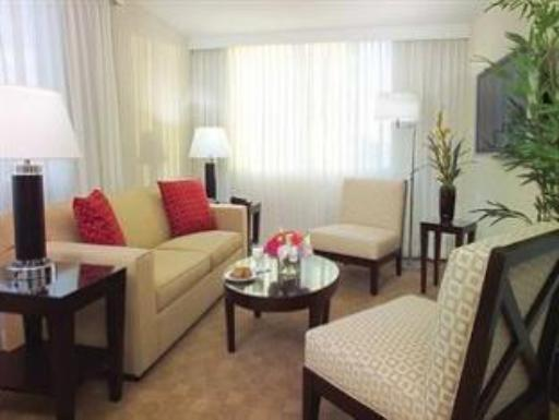 Gallery One A Doubletree Guest Suites Hotel hotel accepts paypal in Fort Lauderdale (FL)