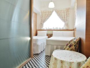 Bridal Tea House To Kwa Wan Cruise Terminal Hotel Hong Kong - Family Room