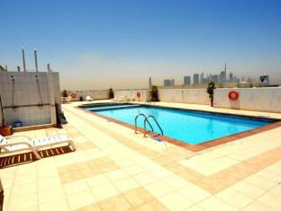 Richmond Hotel Apartments Dubai - Kolam renang