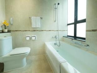 Shamrock Hotel Hong Kong - Bathroom-Standard