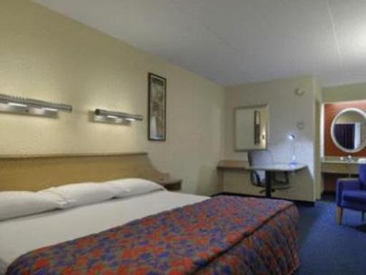➦  Red Roof Inn    (Michigan) customer rating