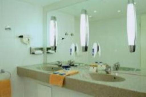 ➦  Accor Hotels    (Saxony) customer rating