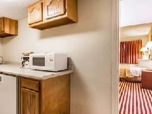 Econo Lodge Inn & Suites Bloomington