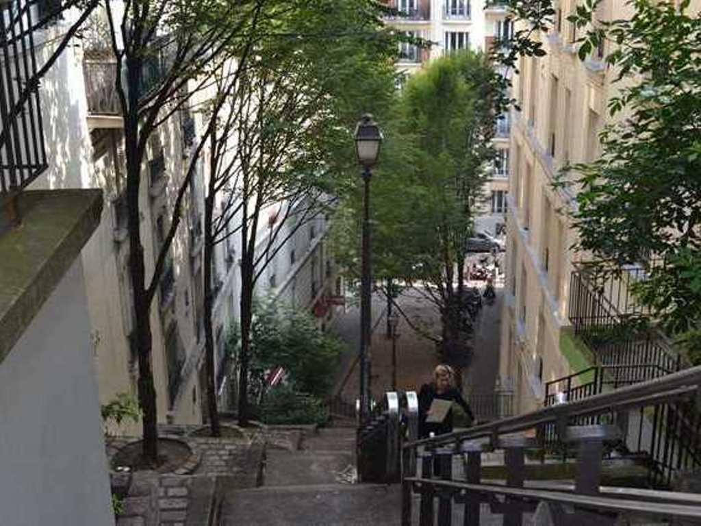 Caulaincourt Square Boutique Hostel – Paris 5