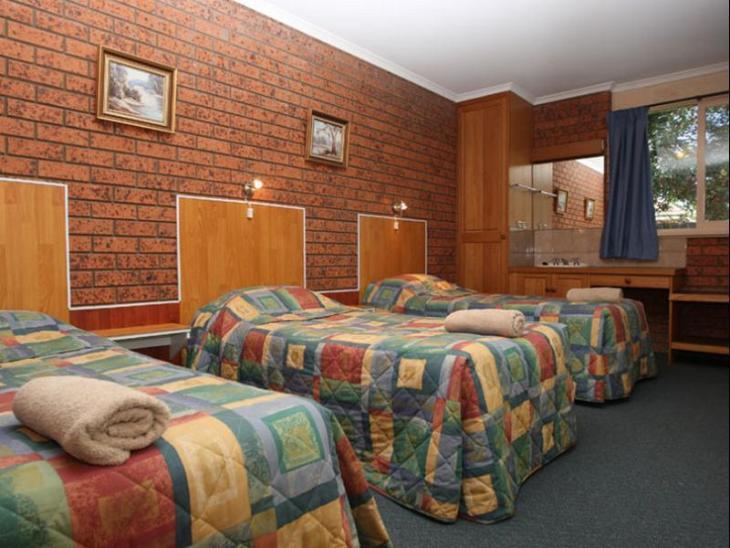 Golden Leaf Motel photo 3