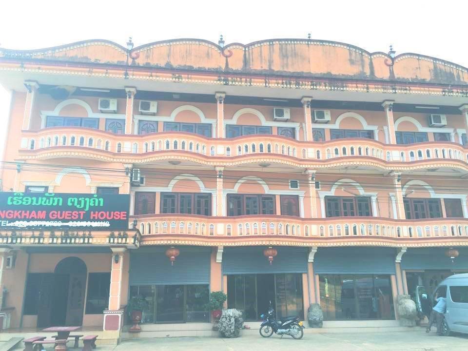 Tiengkham guesthouse ban tha heua vang vieng laos for Domon guesthouse vang vieng