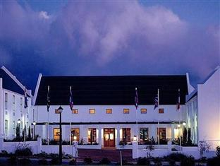 Stellenbosch Lodge Stellenbosch - Hotel Exterior at Night