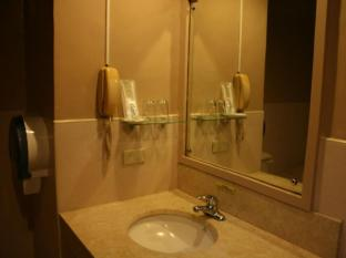 Mango Park Hotel Cebu City - Bathroom
