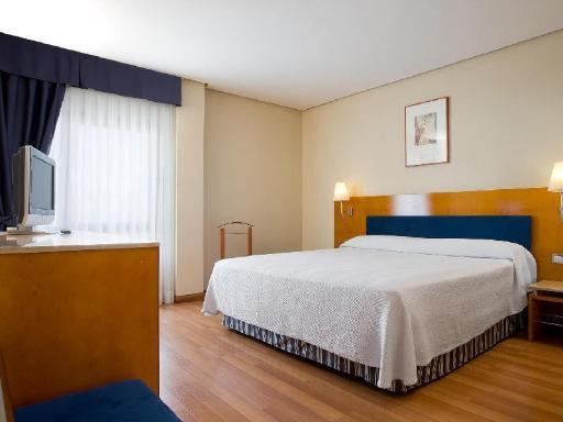 ➦  NH Hoteles    customer rating
