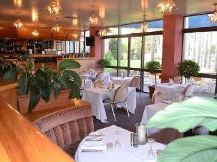 Charbonnier Hallmark Hotel4