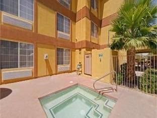 hotels.com Days Inn & Suites Surprise