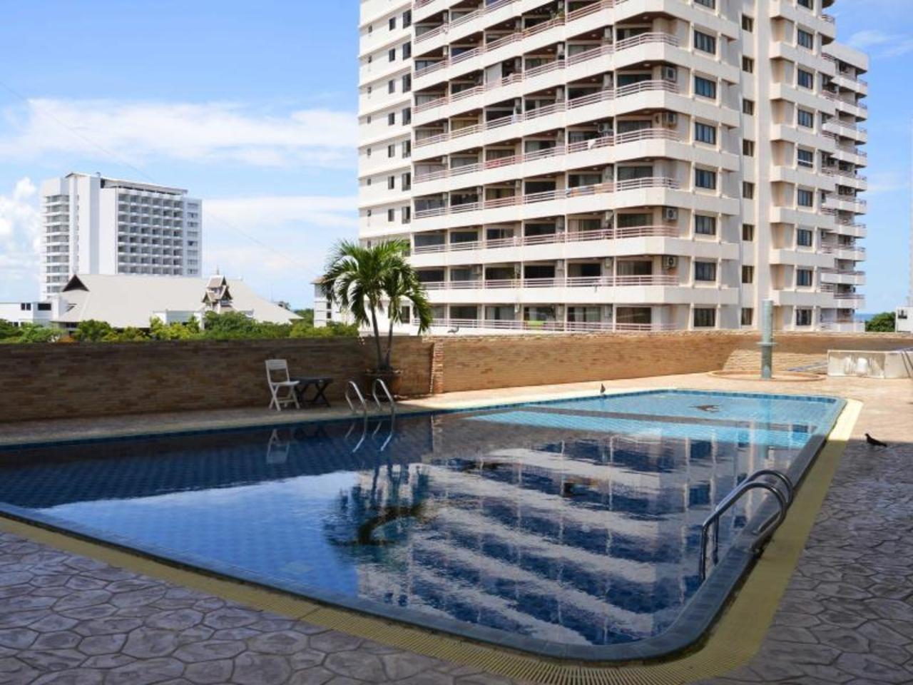 เทพ ทิพย์ อาร์ทเดโค อพาร์ตเมนต์ (ThepThip ArtDeco Apartments)