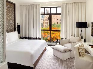 Vida Downtown guestroom junior suite