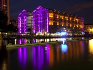 Holiday Inn Express Paris-Canal de la Villette Hotel