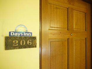 Days Inn Tamuning Guam - Interior Hotel
