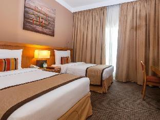 Flora Park Deluxe Hotel Apartments guestroom junior suite